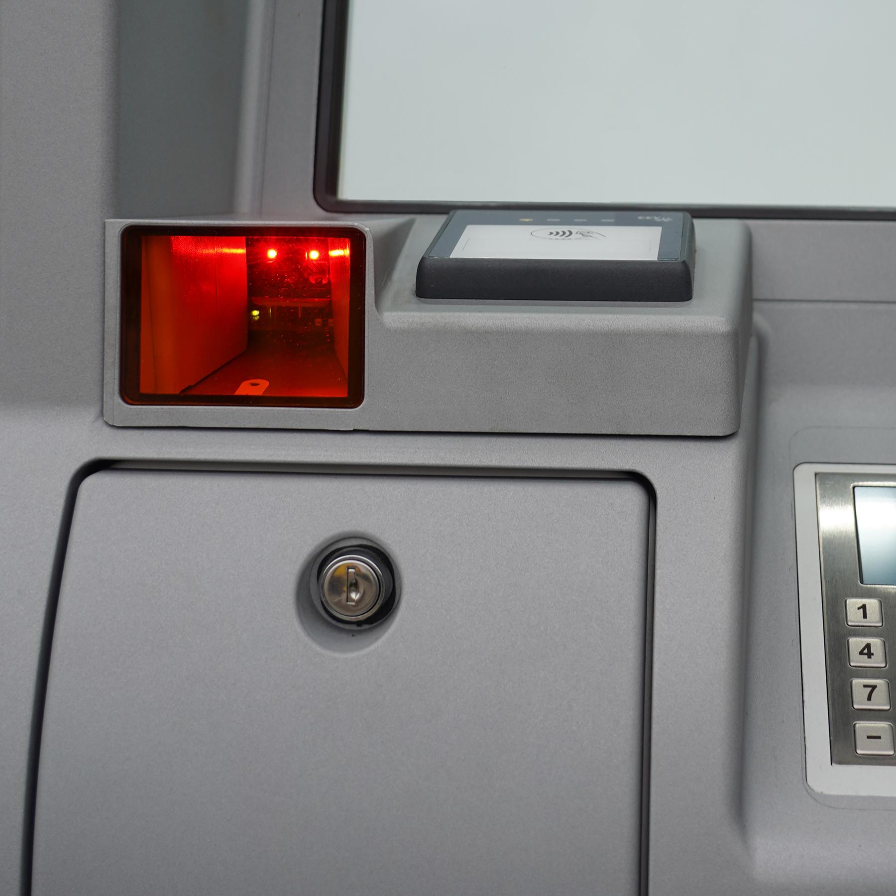 QR-code scanner in outdoor payment terminal van Extendas